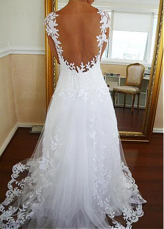 Amazing Tulle Scoop Neckline A-line Wedding Dresses with Lace Appliques