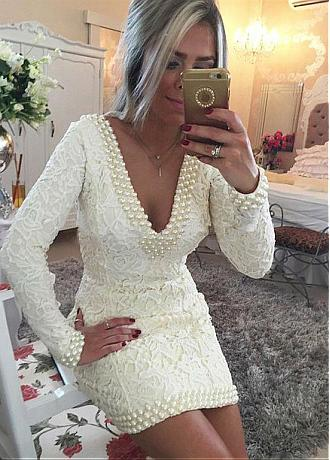 Fascinating Lace V-neck Neckline Short Sheath / Column Cocktail Dresses With Beadings