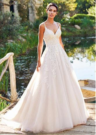 Alluring Tulle Spaghetti Straps Neckline A-line Wedding Dress With Lace Appliques