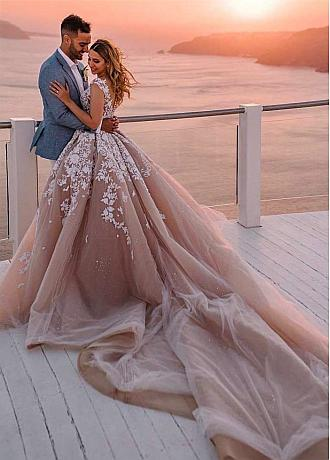 Fantastic Tulle Ball Gown Wedding Dresses With Beadings & Lace Appliques