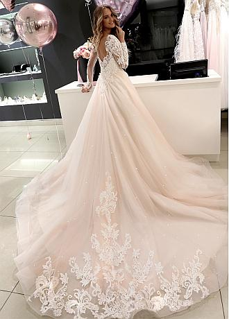 Gorgeous Tulle Jewel Neckline A-line Wedding Dresses With Beadings & Lace Appliques